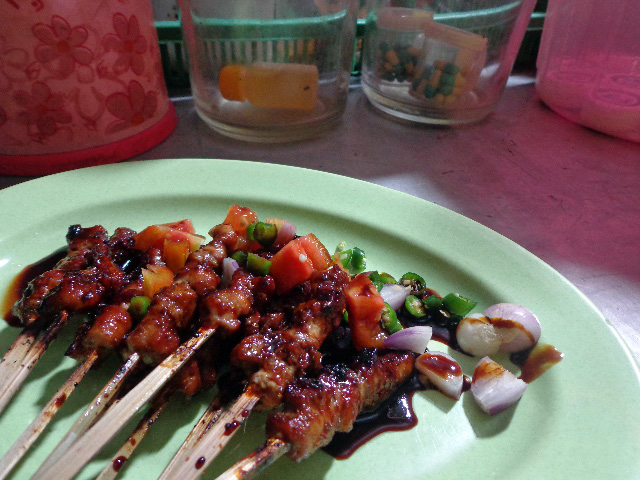 Jakarta - Sate Ular & Who Knows