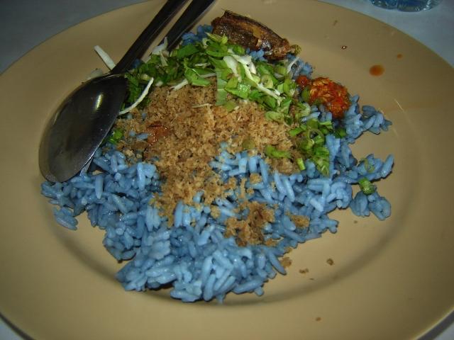 ipoh-malaysia-blue-rice-nasi-kerabu